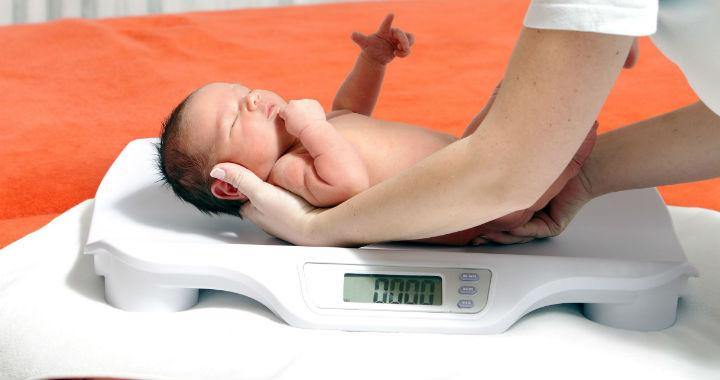újszülött 13 százalékos fogyás