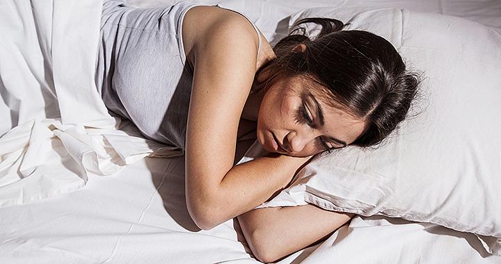 az alváshiány gátolhatja a fogyást